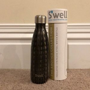 Brand new swell water bottle